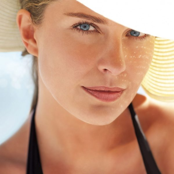 Thalgo-lady-in-sun-hat