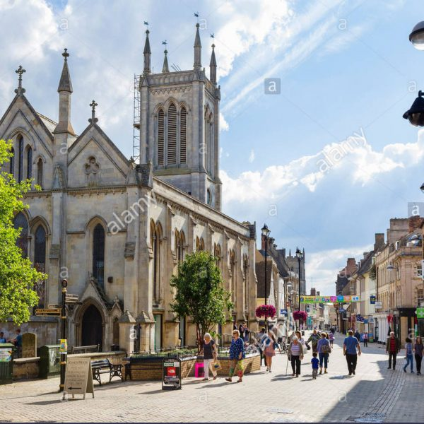 the-high-street-in-stamford-lincolnshire-england-uk-F15C97